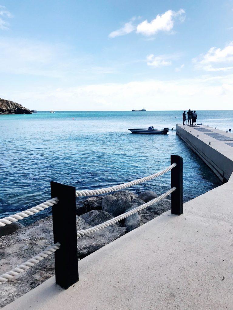 dock-on-little-bay-beach-st-maarten