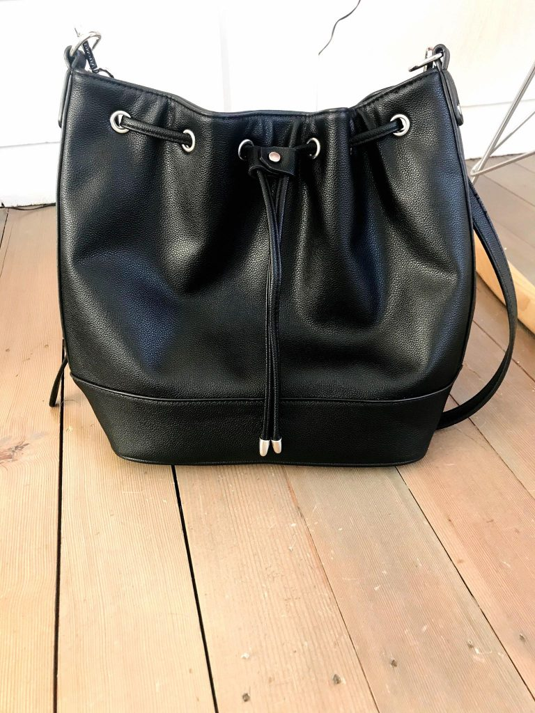 black bucket tote that looks like bag from amazon prime