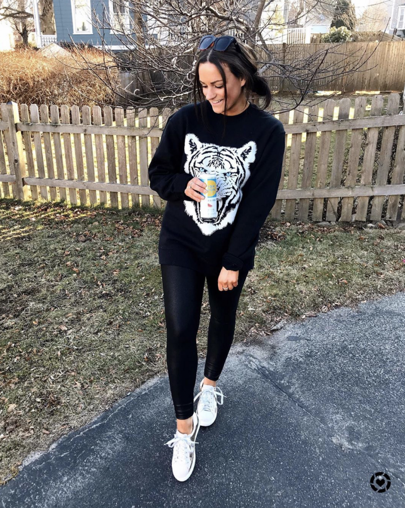 comfy amazon outfit with black spanx legging dupes and graphic tee sweatshirt