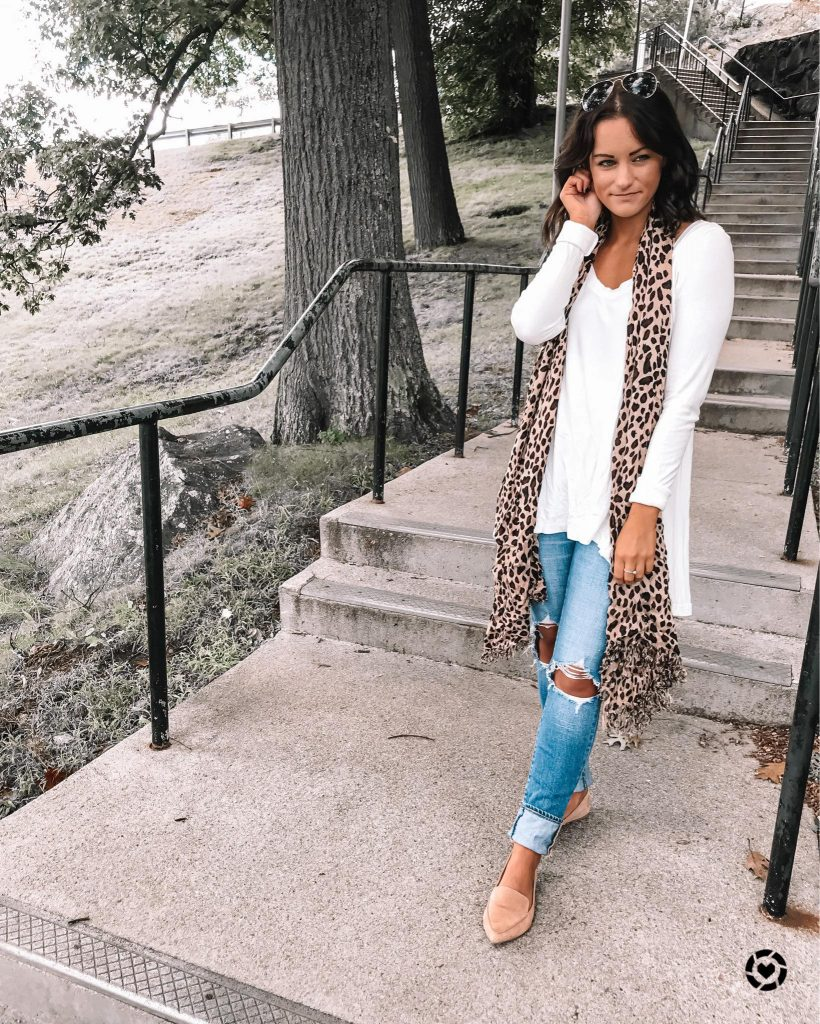 affordable fall outfit wearing ripped jeans